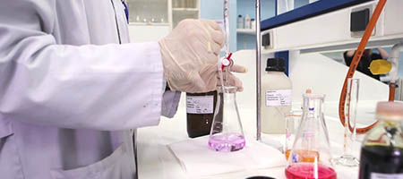 Analista y/o Operador/a en  Laboratorios Químicos